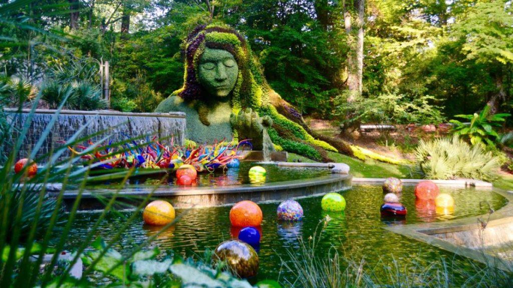 [Image: Chihuly-Goddess-Atlanta-TorontoGardens-1024x576.jpg]