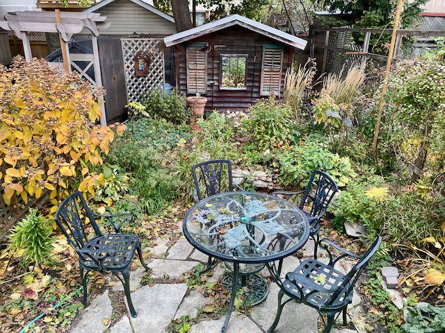 Small city garden in Toronto before makeover